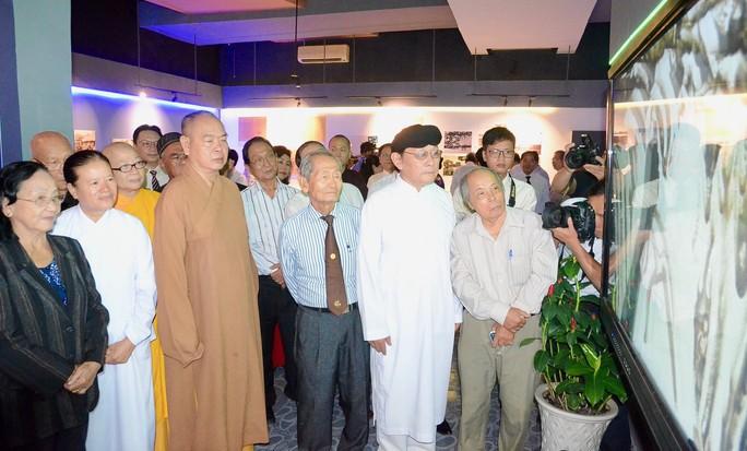 Lãnh đạo TP HCM dâng hương tưởng nhớ Chủ tịch Tôn Đức Thắng - Ảnh 3.