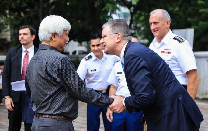 Đại tướng Mỹ thăm đền thờ Hai Bà Trưng - Ảnh 5.