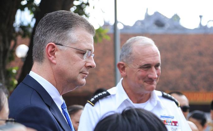 Đại tướng Mỹ thăm đền thờ Hai Bà Trưng - Ảnh 24.
