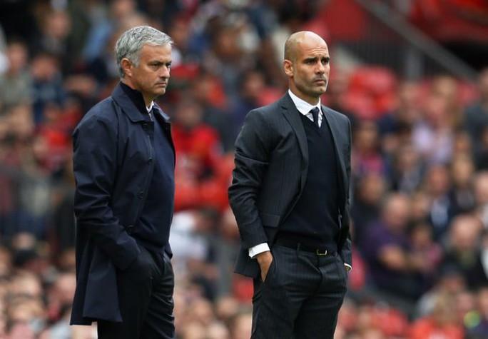 HLV Guardiola đáp trả chỉ trích của Mourinho - Ảnh 1.