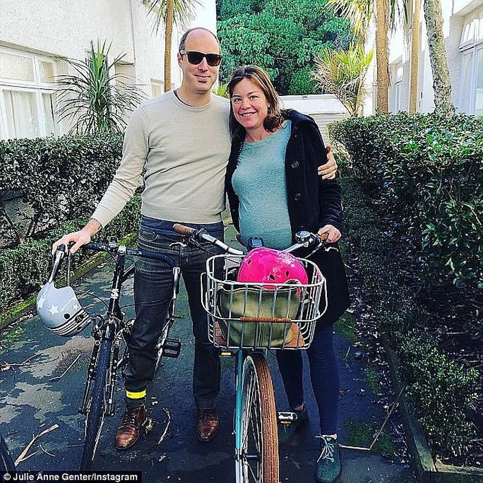 Bộ trưởng New Zealand tự đạp xe đến bệnh viện sinh con - Ảnh 2.