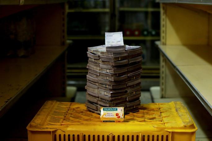 Mất giá khủng như tiền Venezuela: 1 kg thịt giá 9,5 triệu bolivar! - Ảnh 9.