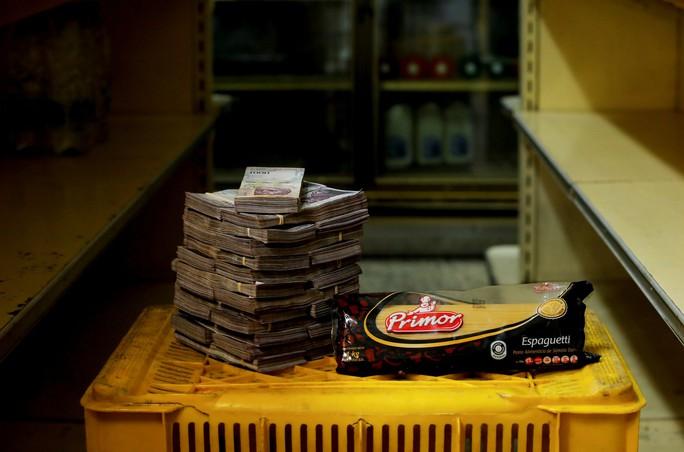 Mất giá khủng như tiền Venezuela: 1 kg thịt giá 9,5 triệu bolivar! - Ảnh 7.