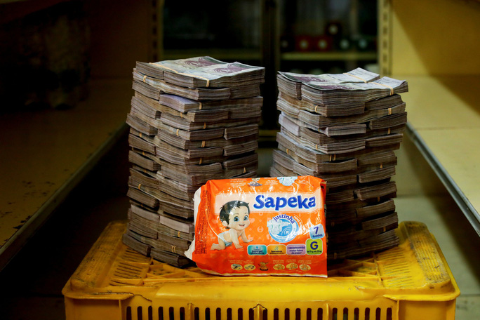 Mất giá khủng như tiền Venezuela: 1 kg thịt giá 9,5 triệu bolivar! - Ảnh 6.