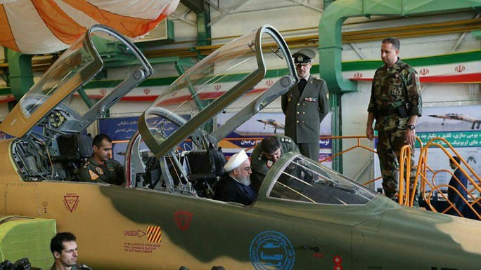 Iran trình làng chiến đấu cơ mới, trông giống máy bay cũ của Mỹ - Ảnh 1.