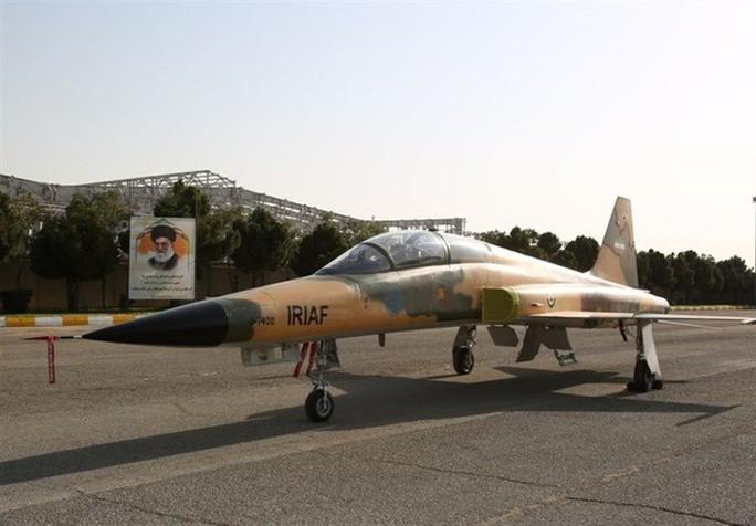 Iran trình làng chiến đấu cơ mới, trông giống máy bay cũ của Mỹ - Ảnh 4.