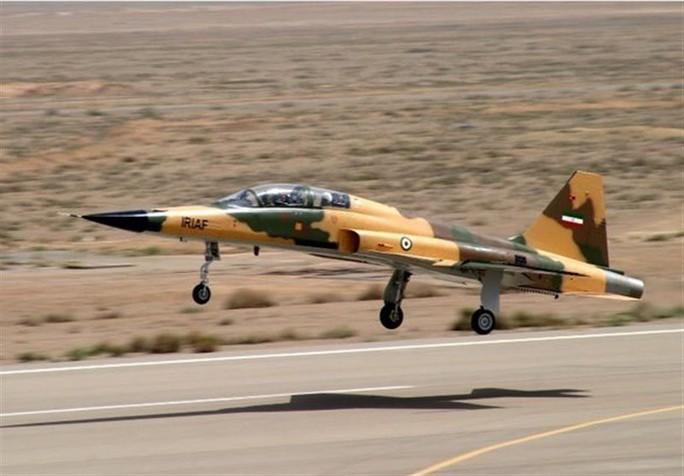 Iran trình làng chiến đấu cơ mới, trông giống máy bay cũ của Mỹ - Ảnh 3.
