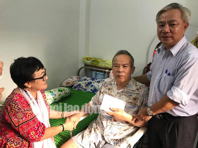 Thành ủy TP HCM trao tặng tiền cho NSƯT Giang Châu trị bệnh - Ảnh 1.