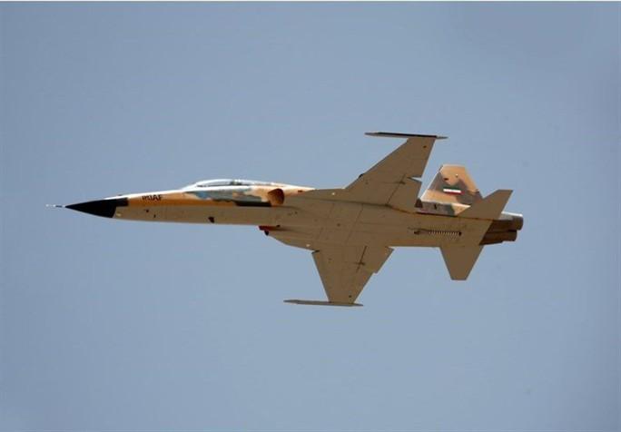 Iran trình làng chiến đấu cơ mới, trông giống máy bay cũ của Mỹ - Ảnh 2.