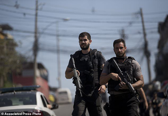 4.000 binh sĩ càn quét khu ổ chuột bắt tội phạm ma túy - Ảnh 3.