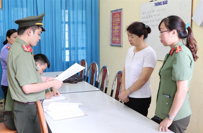 Vụ gian lận điểm thi ở Sơn La: Khởi tố 1 phó Phòng Khảo thí - Ảnh 1.