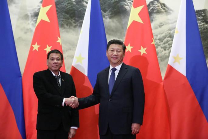 Tổng thống Philippines cảnh báo dao rựa với Trung Quốc - Ảnh 1.