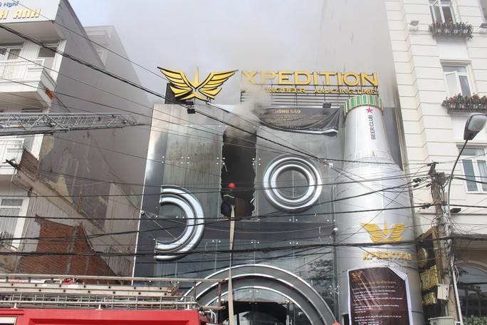 Cháy quán bia trung tâm Đà Lạt, hàng trăm du khách hoảng loạn - Ảnh 7.