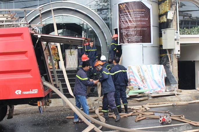 Cháy quán bia trung tâm Đà Lạt, hàng trăm du khách hoảng loạn - Ảnh 6.