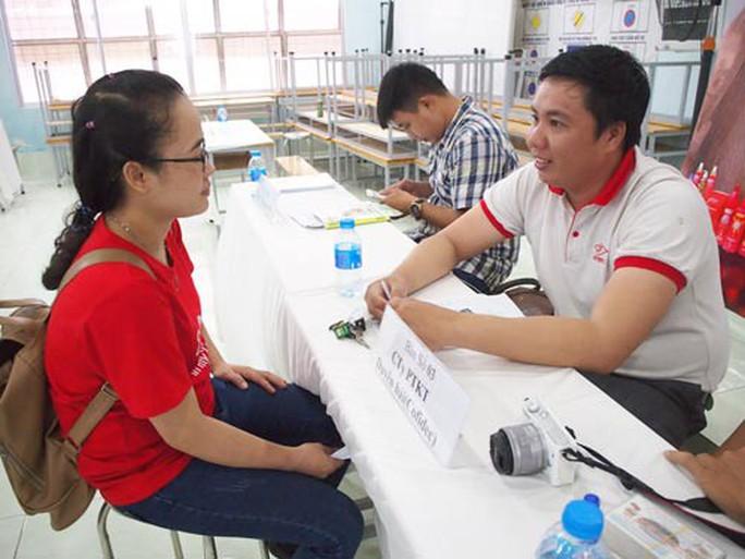 Nhiều cơ hội việc làm cho người lao động tại sàn việc làm - Ảnh 1.