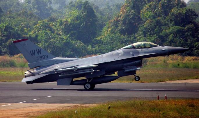Mỹ đề nghị bán F-16, tổng thống Philippines chê vô ích - Ảnh 2.
