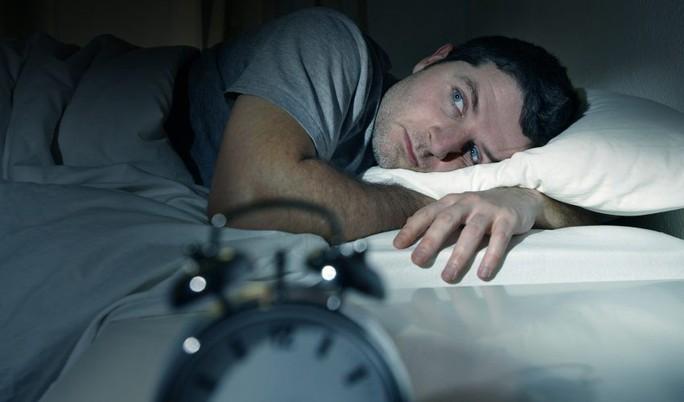 Một đêm mất ngủ đủ khiến bạn tăng cân, nhão cơ! - Ảnh 1.