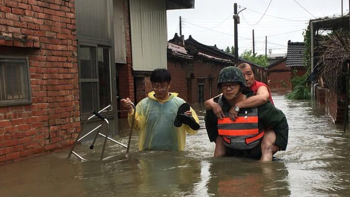 Trung Quốc cháy lớn, Đài Loan lụt sâu - Ảnh 7.