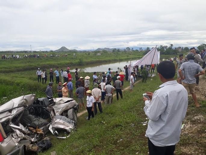 Tai nạn đường sắt kinh hoàng: 4 người về quê ăn rằm thương vong trong xe dập nát - Ảnh 2.