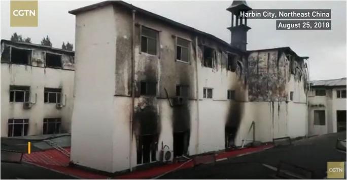 Trung Quốc cháy lớn, Đài Loan lụt sâu - Ảnh 2.