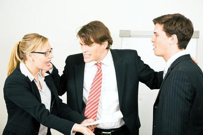 Đối xử thiếu công bằng với nhân viên bị xử lý kỷ luật - Ảnh 1.