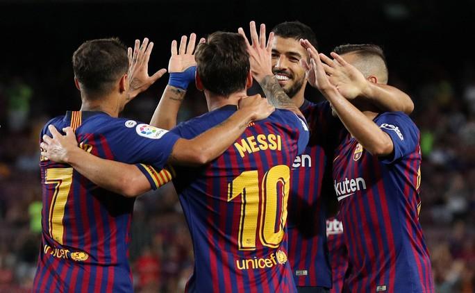 Công nghệ VAR giúp Barcelona và Bayern thoát chết - Ảnh 3.