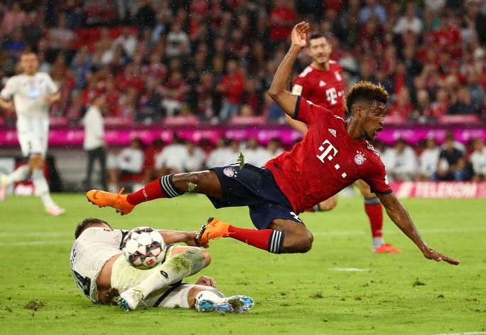 Công nghệ VAR giúp Barcelona và Bayern thoát chết - Ảnh 4.