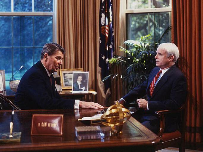 Những cột mốc đáng nhớ trong cuộc đời Thượng nghị sĩ McCain - Ảnh 6.