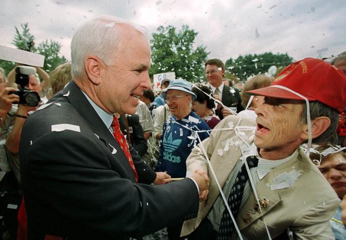 Những cột mốc đáng nhớ trong cuộc đời Thượng nghị sĩ McCain - Ảnh 7.
