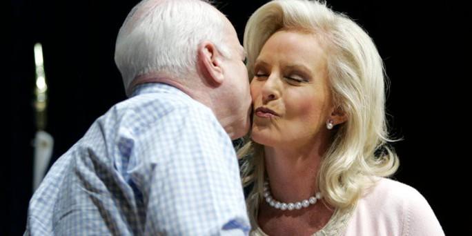 Những cột mốc đáng nhớ trong cuộc đời Thượng nghị sĩ McCain - Ảnh 12.