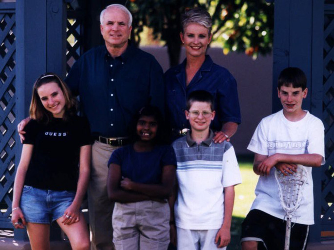 Những cột mốc đáng nhớ trong cuộc đời Thượng nghị sĩ McCain - Ảnh 5.