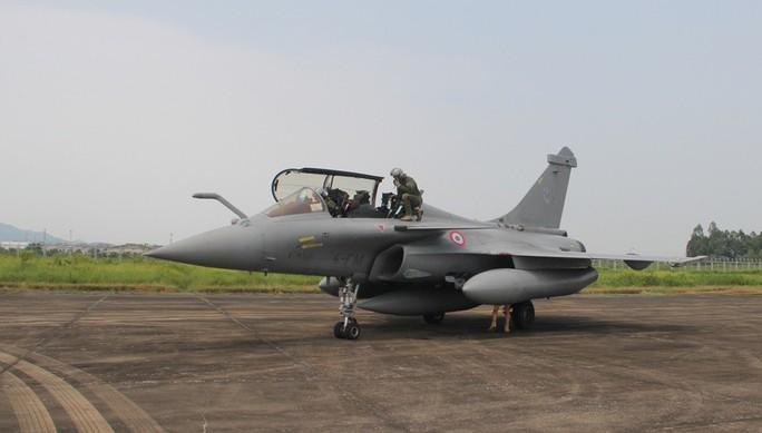 Cận cảnh chiến đấu cơ chủ lực không quân Pháp tới Việt Nam - Ảnh 3.