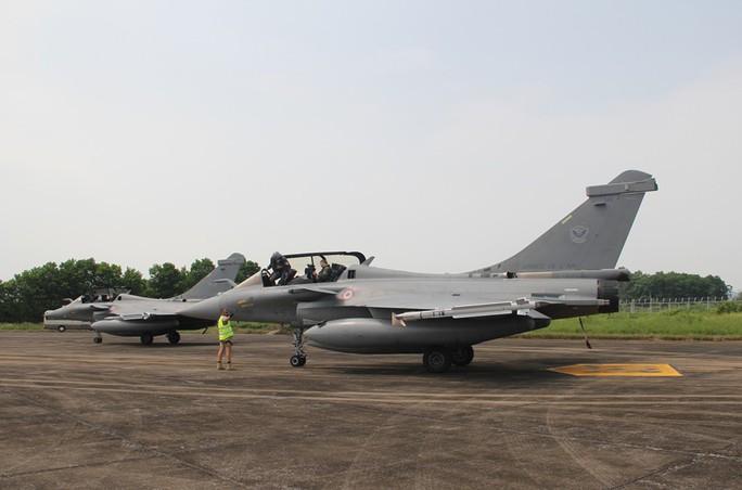 Cận cảnh chiến đấu cơ chủ lực không quân Pháp tới Việt Nam - Ảnh 4.