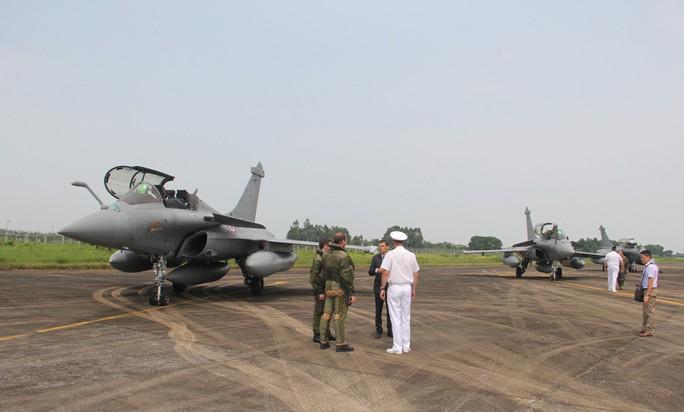 Cận cảnh chiến đấu cơ chủ lực không quân Pháp tới Việt Nam - Ảnh 5.