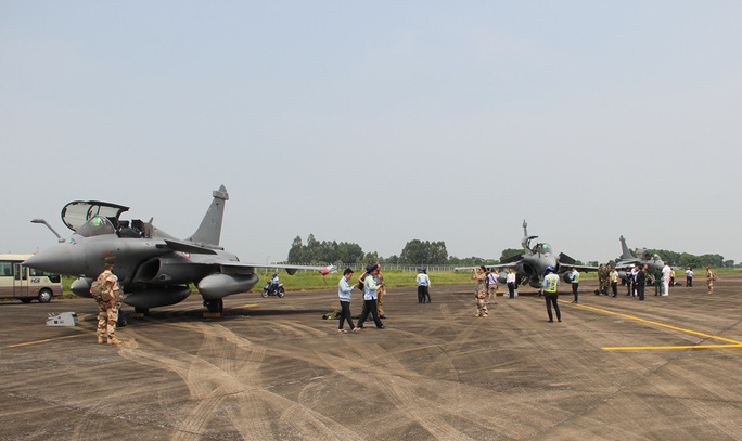 Cận cảnh chiến đấu cơ chủ lực không quân Pháp tới Việt Nam - Ảnh 8.