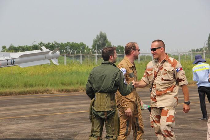 Cận cảnh chiến đấu cơ chủ lực không quân Pháp tới Việt Nam - Ảnh 9.