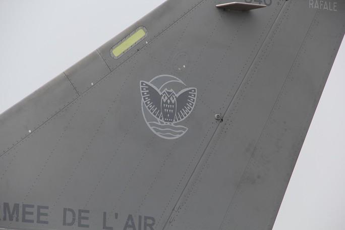 Cận cảnh chiến đấu cơ chủ lực không quân Pháp tới Việt Nam - Ảnh 15.