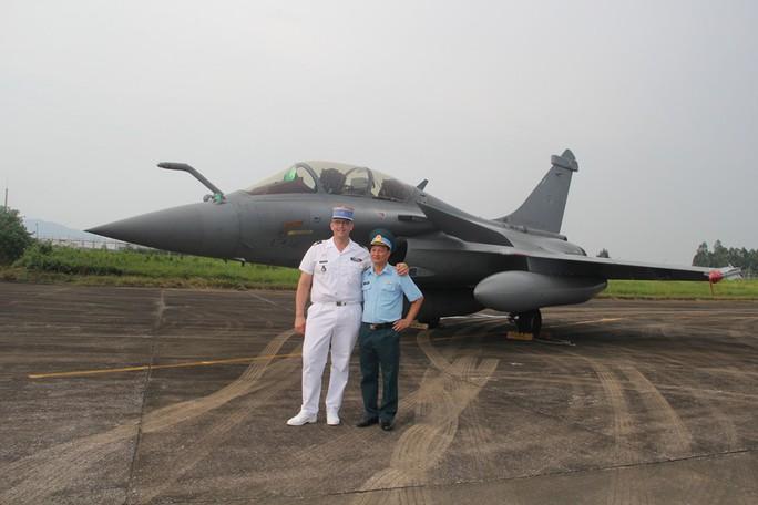 Cận cảnh chiến đấu cơ chủ lực không quân Pháp tới Việt Nam - Ảnh 21.