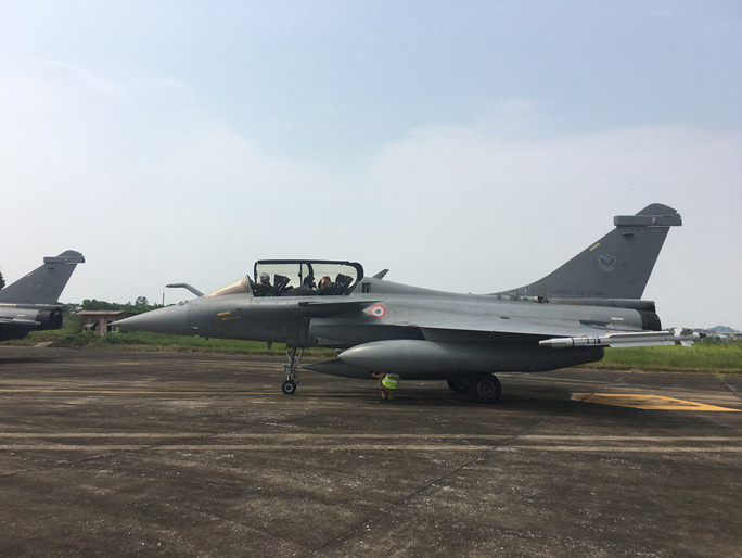 Cận cảnh chiến đấu cơ chủ lực không quân Pháp tới Việt Nam - Ảnh 22.