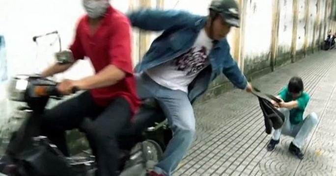 Khởi tố tên cướp nhí 14 tuổi ở Nha Trang - Ảnh 1.