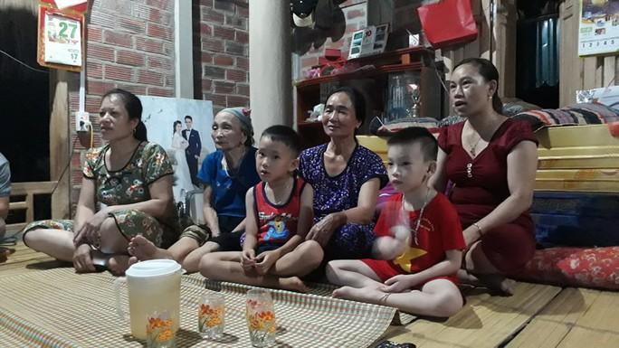 Vỡ òa hạnh phúc tại nhà thủ môn Bùi Tiến Dũng khi Việt Nam hạ Syria - Ảnh 2.