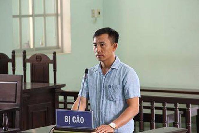 Bình Định: Kẻ cầm dao dọa giết phóng viên bị 6 tháng tù  - Ảnh 1.