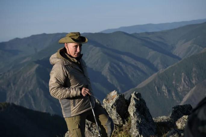 Kỳ nghỉ khỏe khoắn của tổng thống Nga - Ảnh 1.