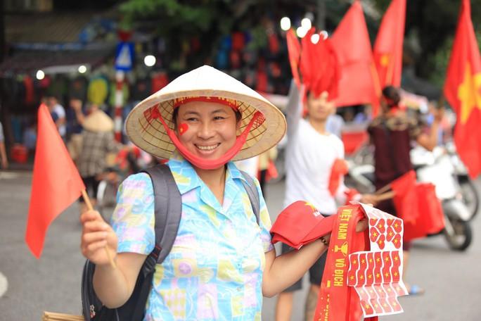 Người hâm mộ cả nước náo nức cổ vũ Olympic Việt Nam - Ảnh 6.