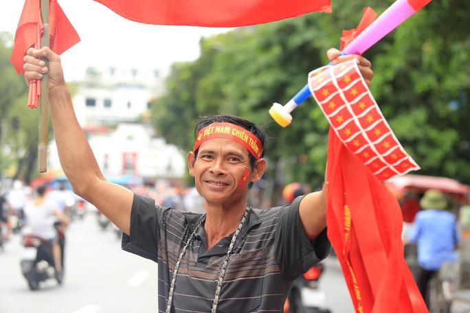 Người hâm mộ cả nước náo nức cổ vũ Olympic Việt Nam - Ảnh 8.