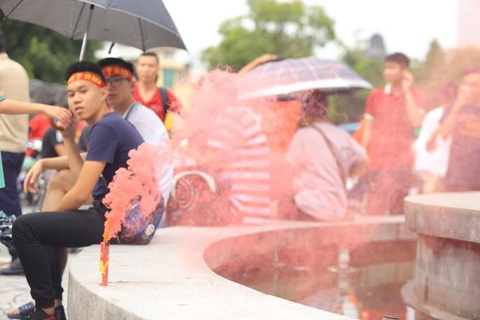 Người hâm mộ cả nước náo nức cổ vũ Olympic Việt Nam - Ảnh 9.