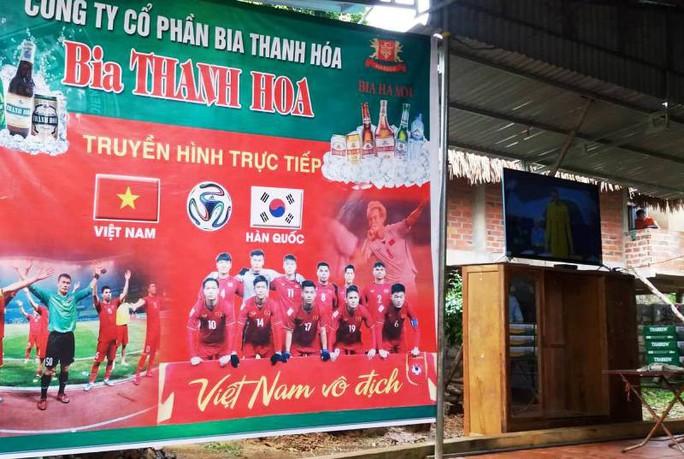 Bố thủ môn Bùi Tiến Dũng mổ trâu thết đãi dân làng cổ vũ Olympic Việt Nam - Ảnh 7.