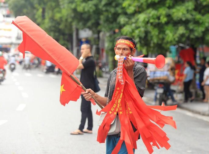 Người hâm mộ cả nước náo nức cổ vũ Olympic Việt Nam - Ảnh 13.