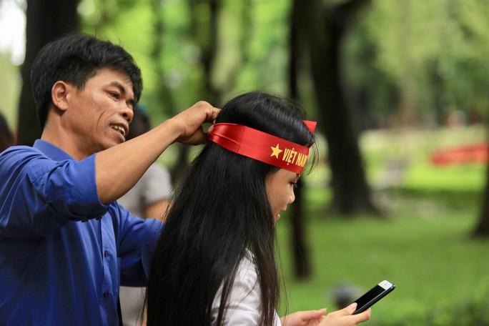 Người hâm mộ cả nước náo nức cổ vũ Olympic Việt Nam - Ảnh 15.