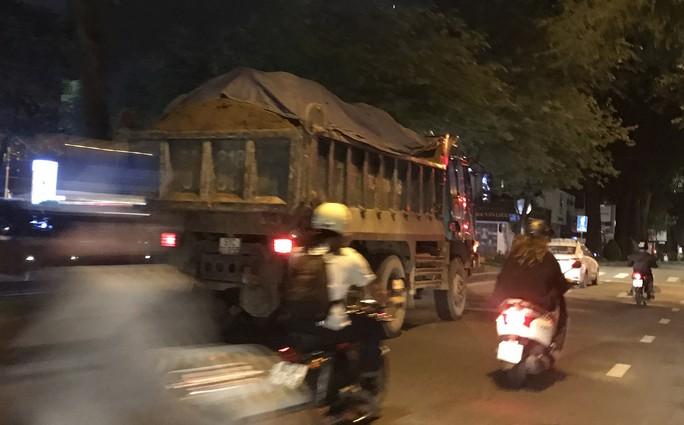 Có nên cấm xe tải nặng vào nội đô? - Ảnh 1.